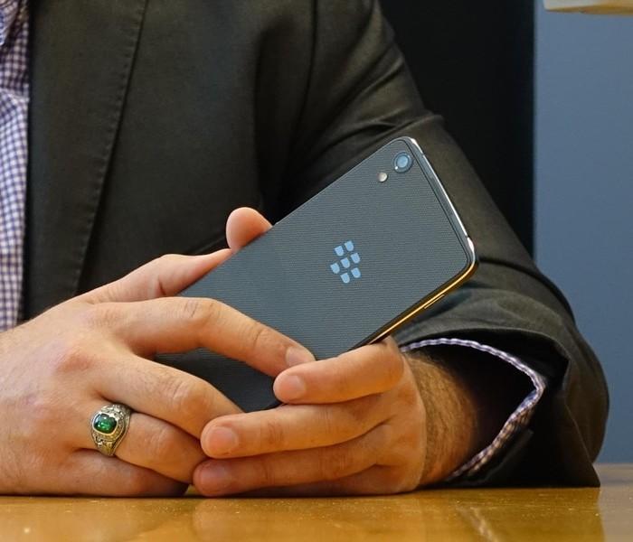 blackberry-dtek50-12