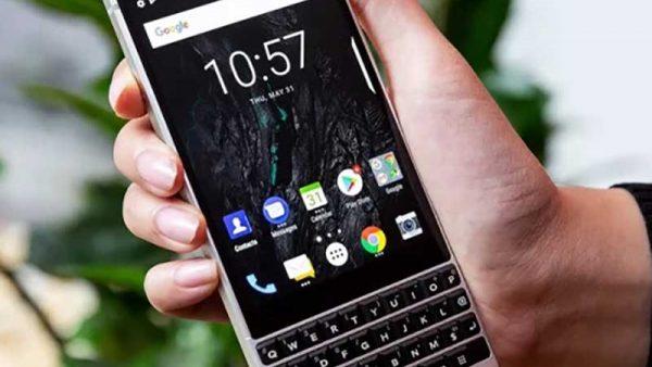 blackberry-keytwo-pervie-foto-1-key2-3