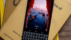 blackberry-keytwo-pervie-foto-1-key2-7