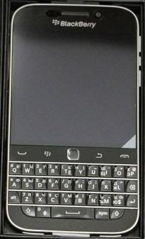 blackberry-classic-otkryvaem-korobku
