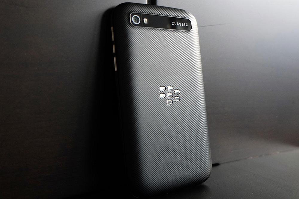 blackberry-classic-zadnyaya-chast